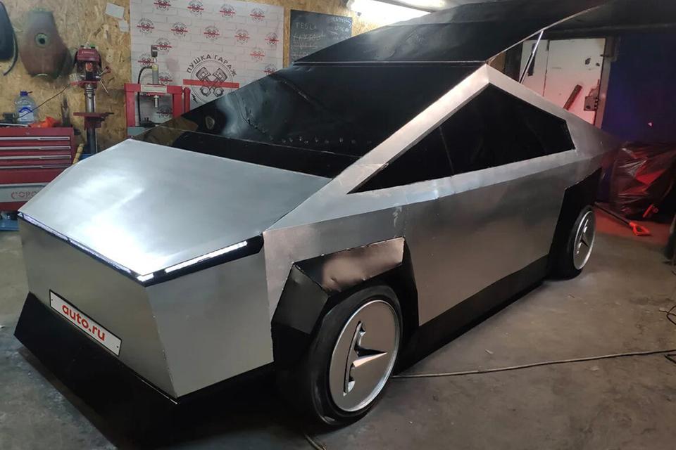 Tesla Cybertruck: dupla russa cria versão fake e barata da picape
