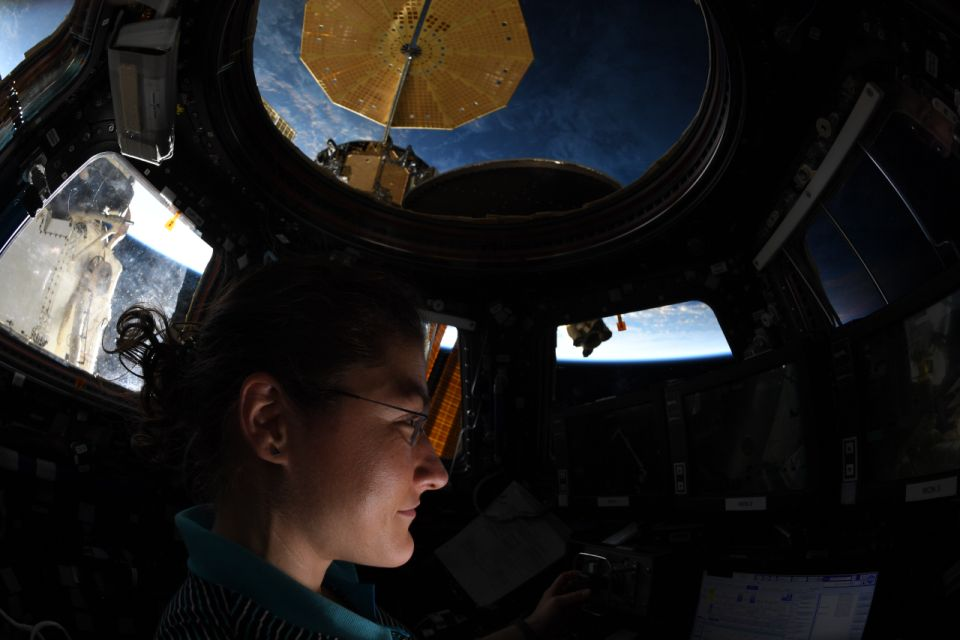 Astronauta Christina Koch é a nova recordista feminina no espaço