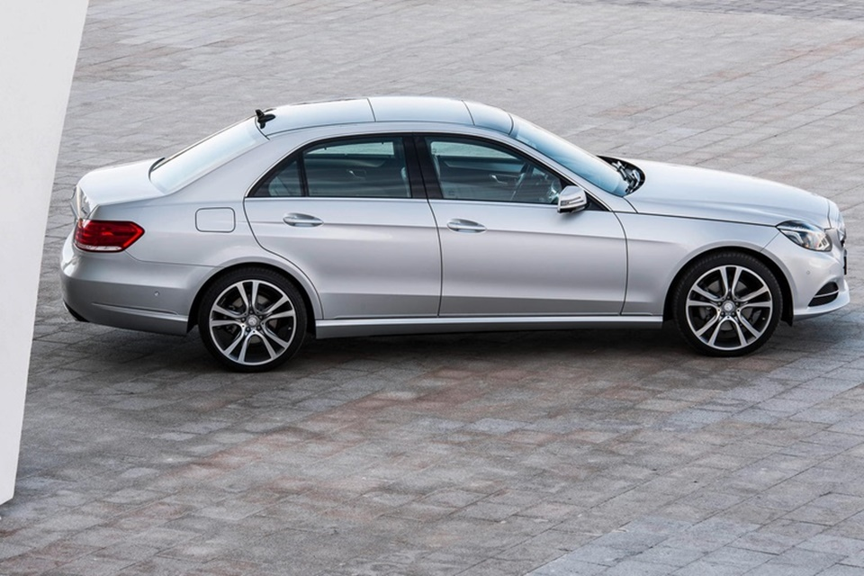 Mercedes-Benz faz recall de 745 mil veículos por causa do teto solar