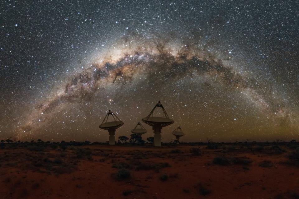 Cientistas rastreiam pulsos de rádio misteriosos vindos do cosmos