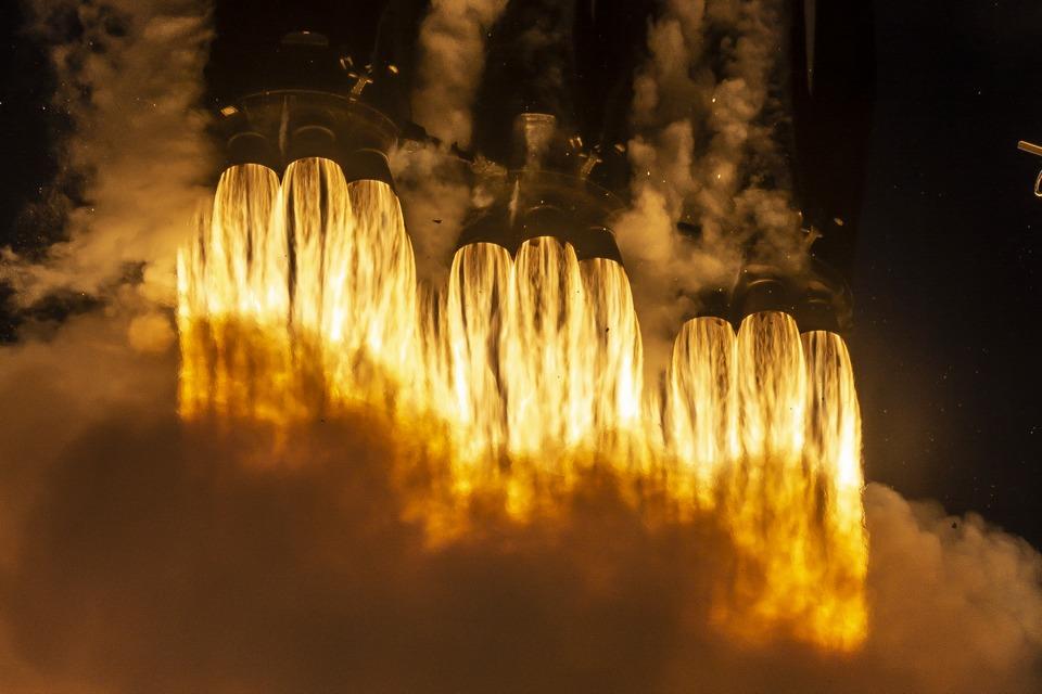 SpaceX vai explodir seu foguete Falcon 9 sobre o mar