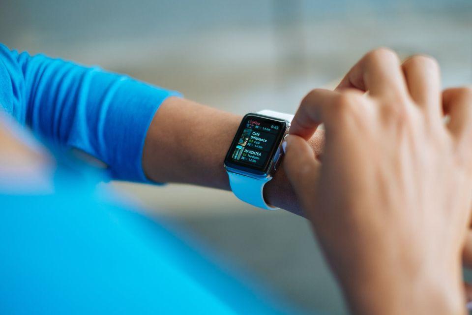 1 em cada 5 americanos usa smartwatch ou smartband, diz pesquisa