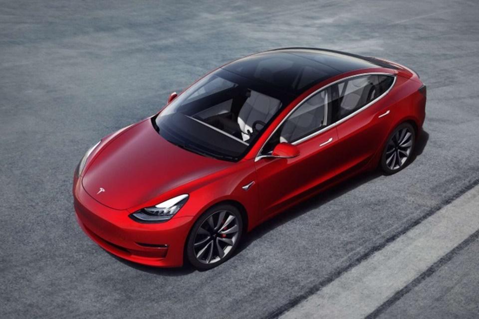 Elon Musk confirma: Tesla terá opção de conversar com pedestres