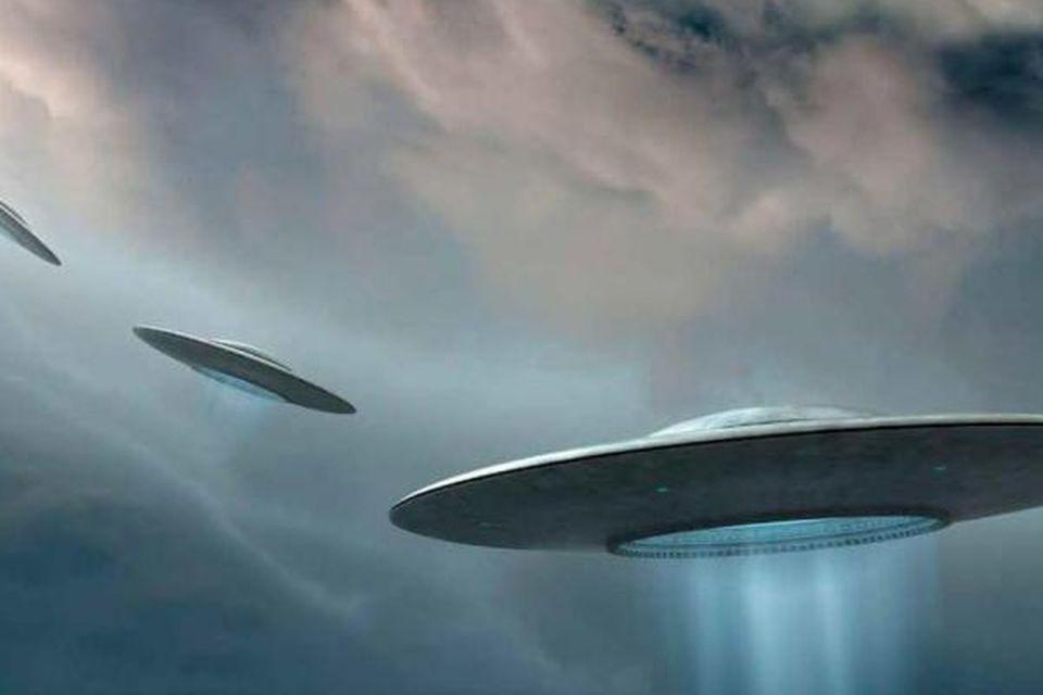 UFO: Pentagon Reveals 2004 Top Secret Video