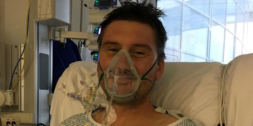 Adam Martin se recuperando no Hospital Derriford. (Fonte: CornwallLive/Reprodução)