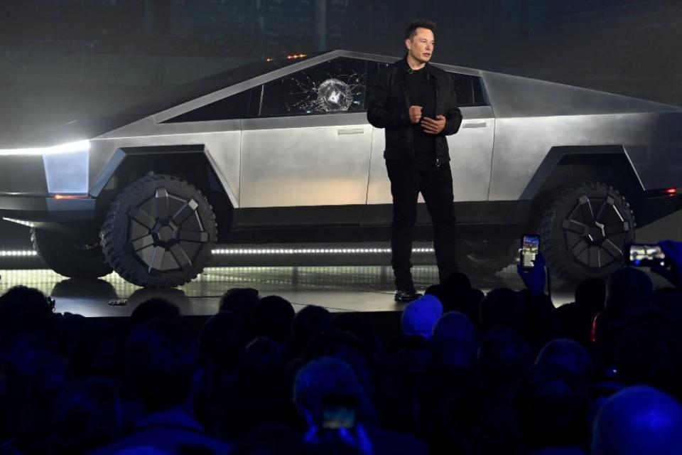 Tesla vende camiseta com referência à gafe do Cybertruck
