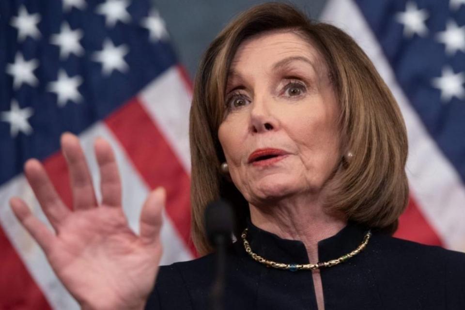 Nancy Pelosi critica Facebook: rede social só pensa em dinheiro