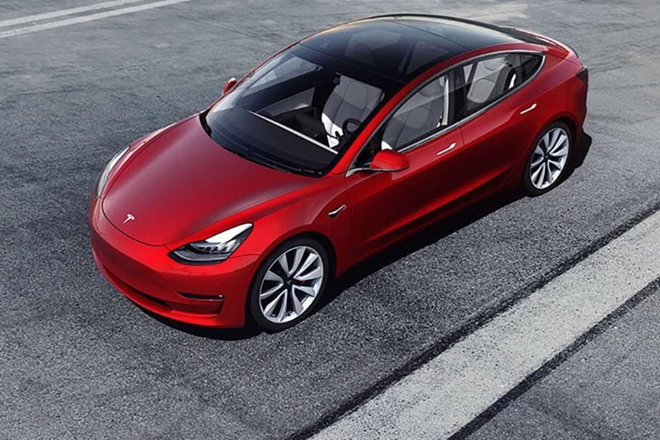 Tesla nega problema de aceleração em carros e culpa acionista malandro