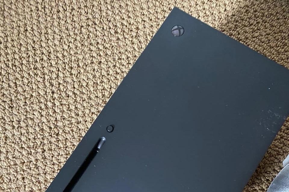 Xbox Series X aparece em fotos confirmando entradas e conectores