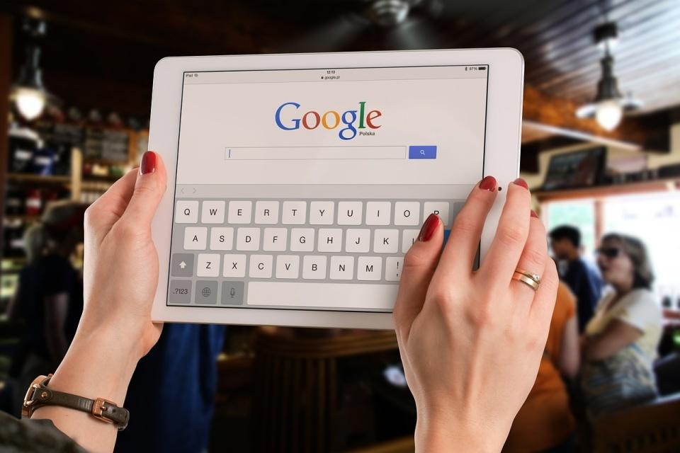 """Google Search móvel ganha """"Coleções"""" com sugestões baseadas em IA"""
