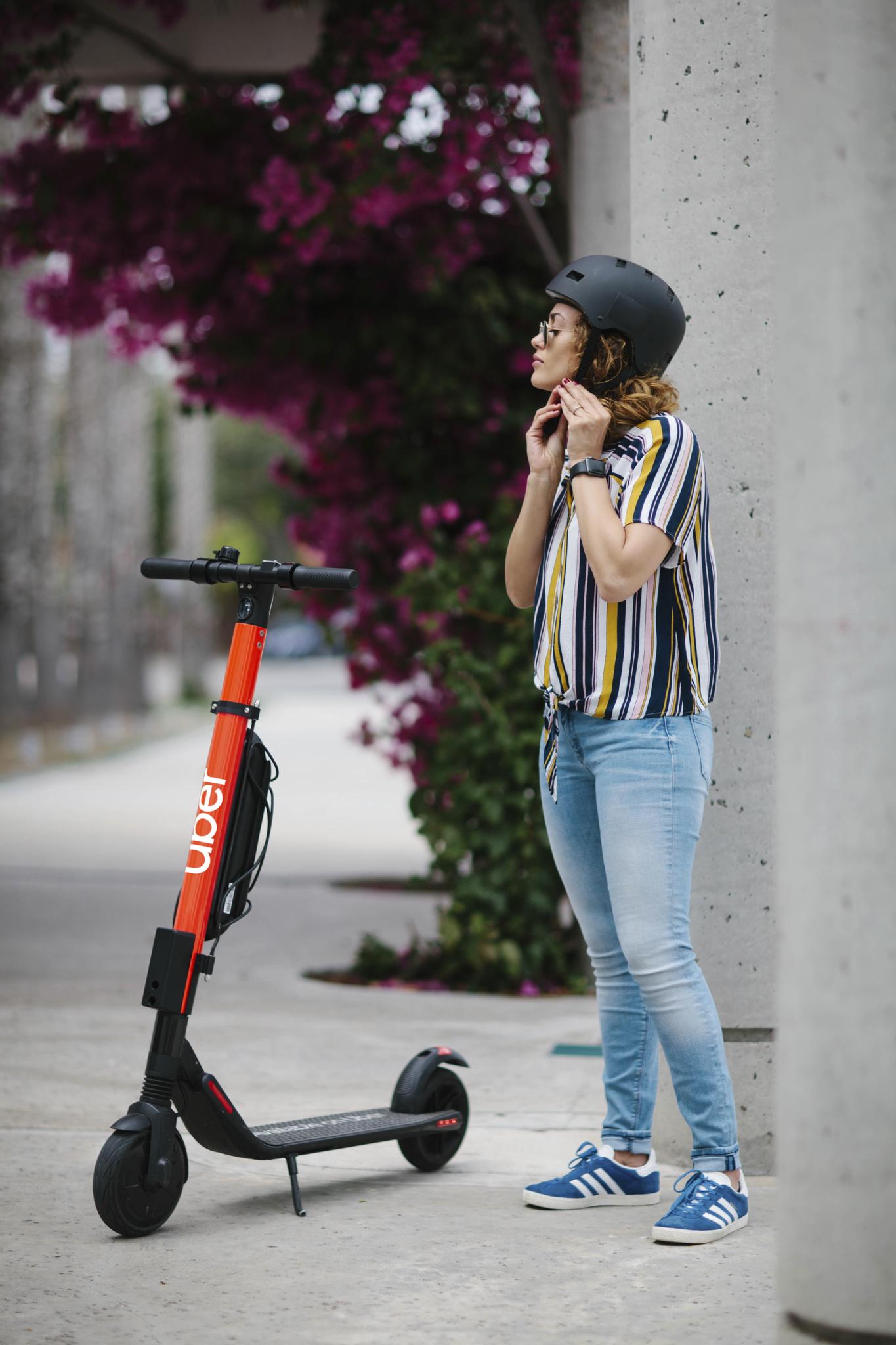 Prefeitura de São Paulo autoriza Uber a operar patinetes