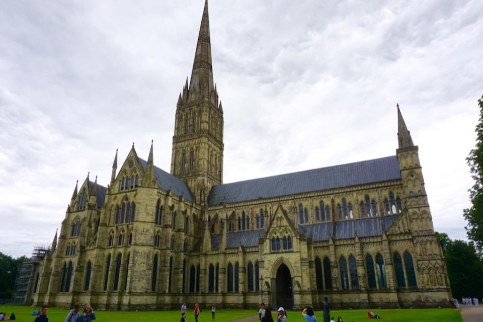 Homem que tentou roubar a Carta Magna é julgado no Reino Unido