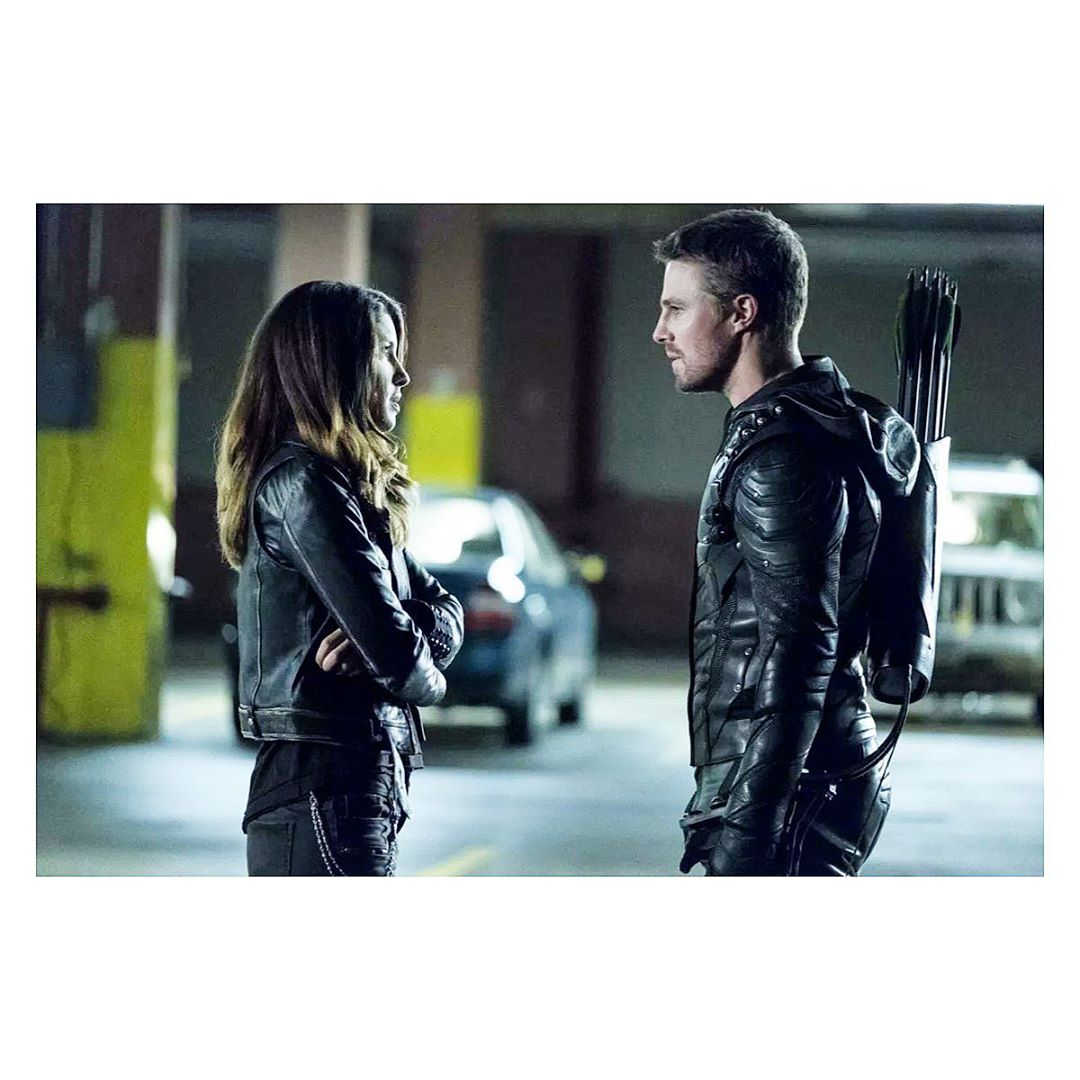 Elenco de Arrow se despede da série com homenagens (FOTOS)