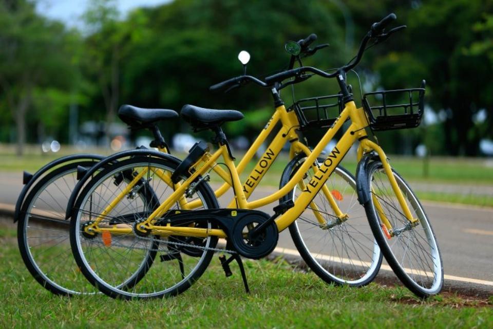 Yellow destrói bicicletas e gera polêmica na internet