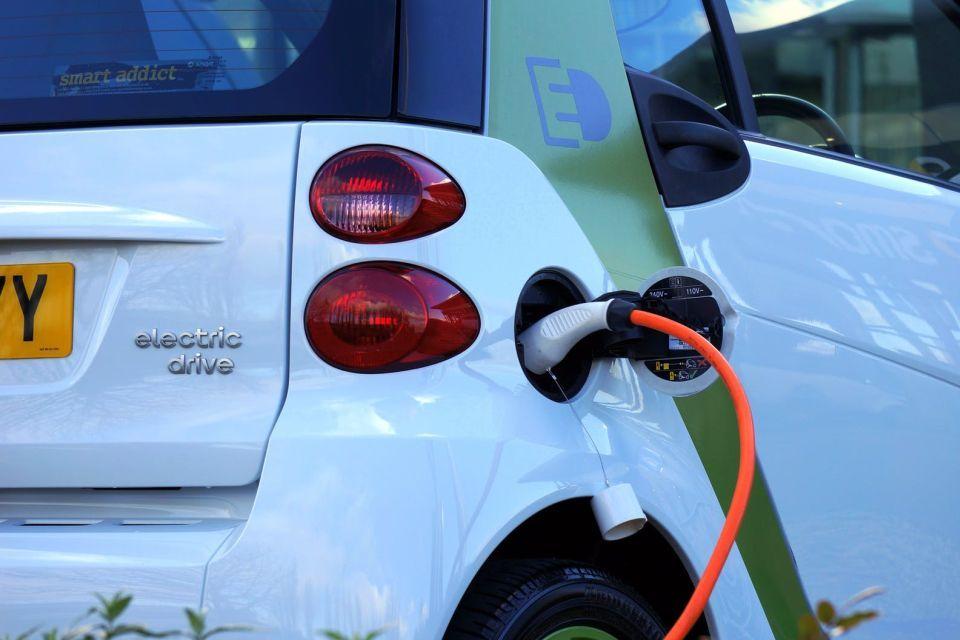 Carros elétricos dominam quase metade do mercado na Noruega