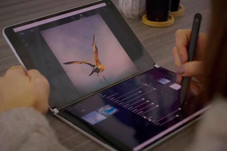 Surface Duo e Neo: vídeos promocionais vazam mostrando casos de uso