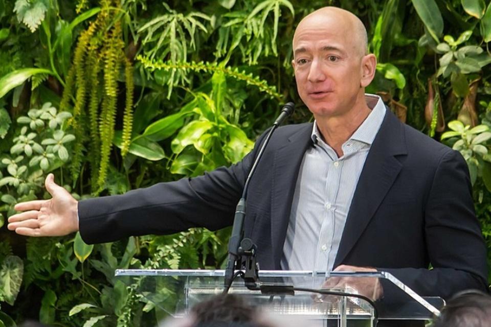 Jeff Bezos compra a mansão mais cara de LA por US$ 165 milhões