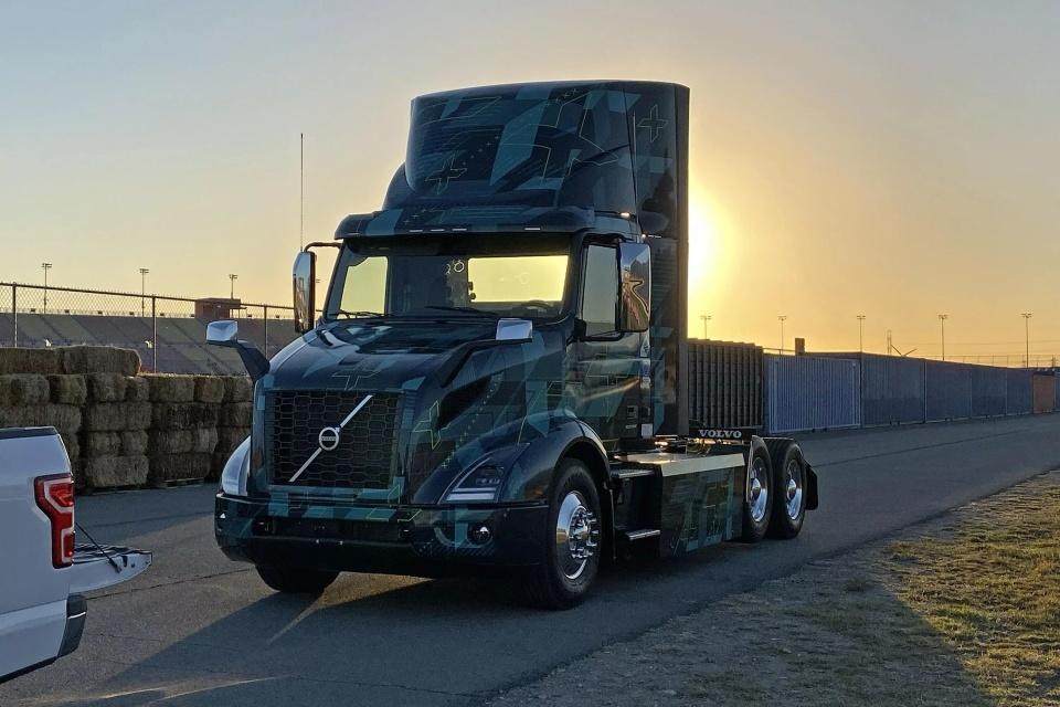 Volvo anuncia o caminhão elétrico VNR com programa de suporte