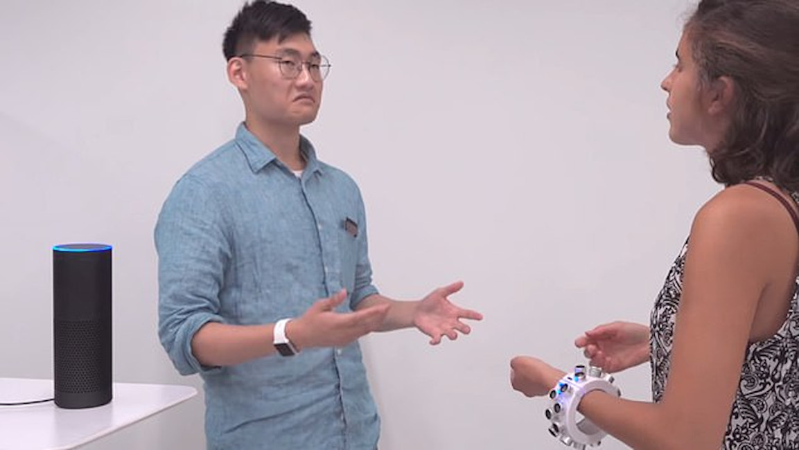Bracelete ultrassônico bloqueia microfone de Alexa e Siri