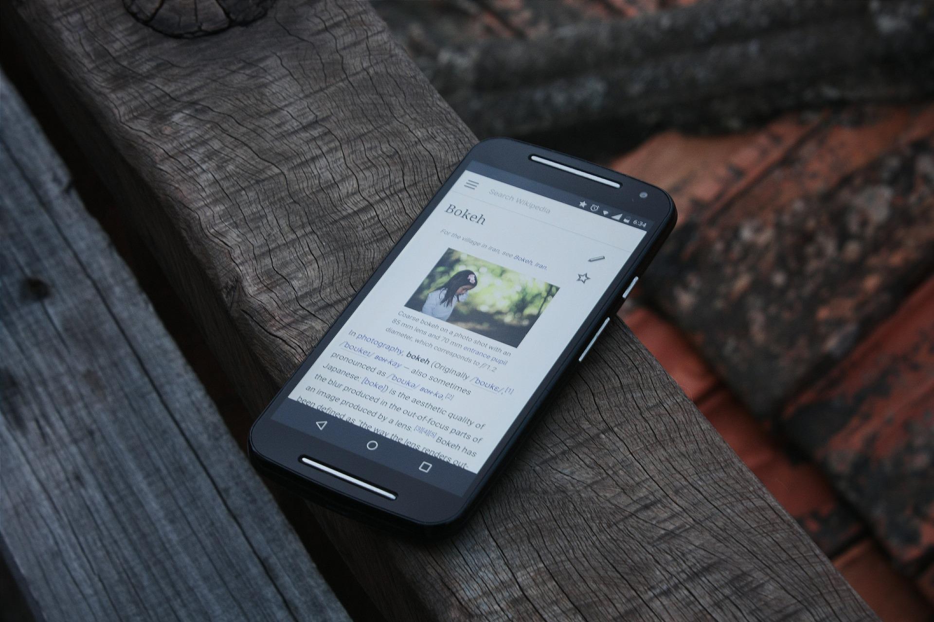 Uso de internet por celular aumentou em 2019; computador diminuiu