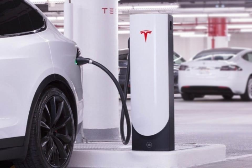 Donos de carros elétricos temem falta de carregadores no futuro
