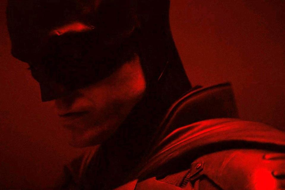 The Batman: traje do Morcego e batmoto aparecem em fotos do set