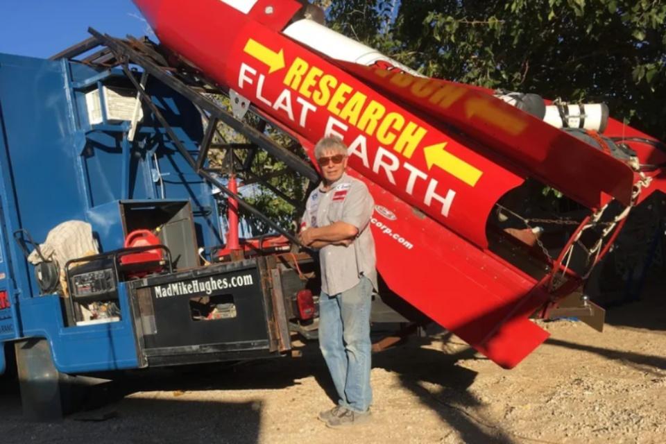 Terraplanista morre ao se lançar em foguete caseiro nos EUA