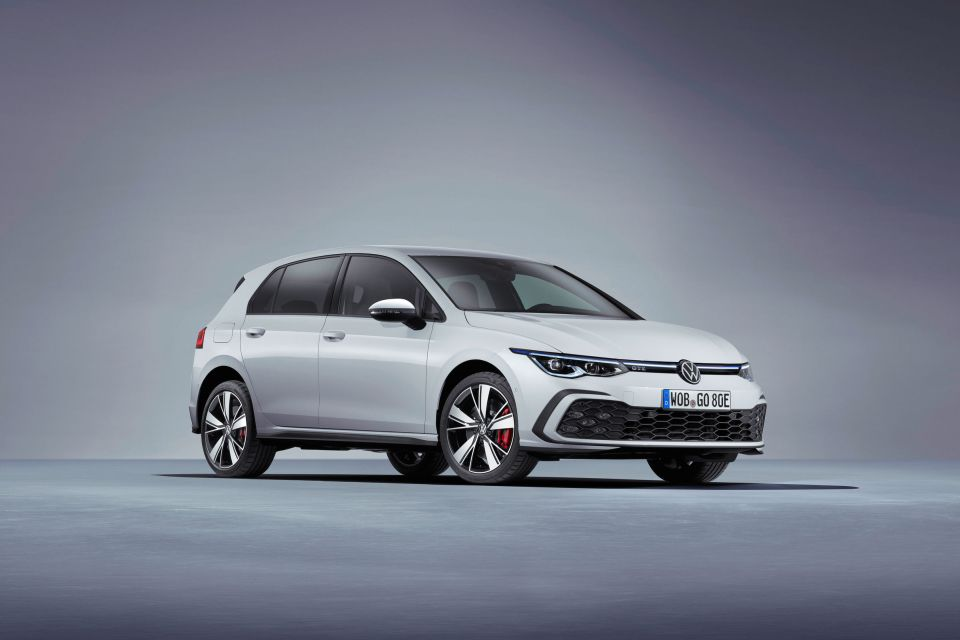 VW Golf GTE ganha nova versão com maior autonomia e mais potência