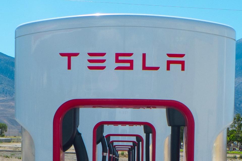 Tesla no Brasil: SC enviará comitiva para negociar com Elon Musk
