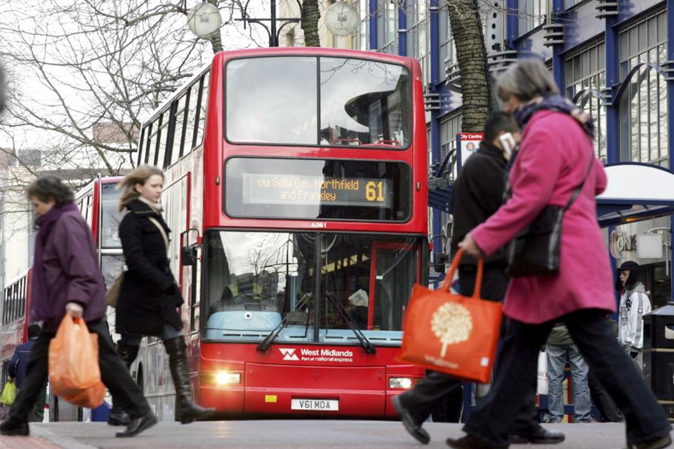 Ônibus elétricos chegarão às ruas de Londres a partir de 2021