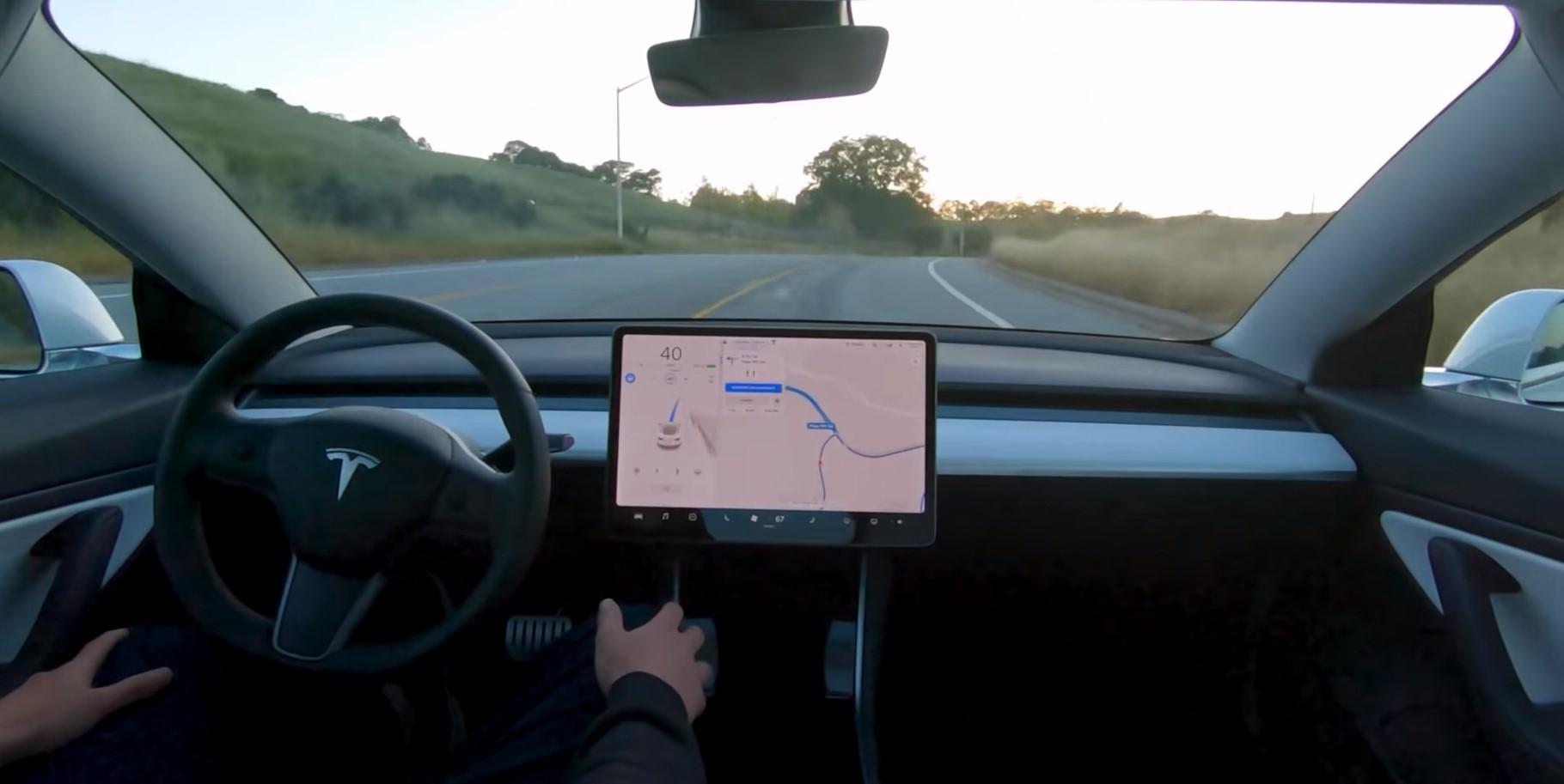 Tesla Model 3 desvia e evita acidente grave no Canadá [vídeo]