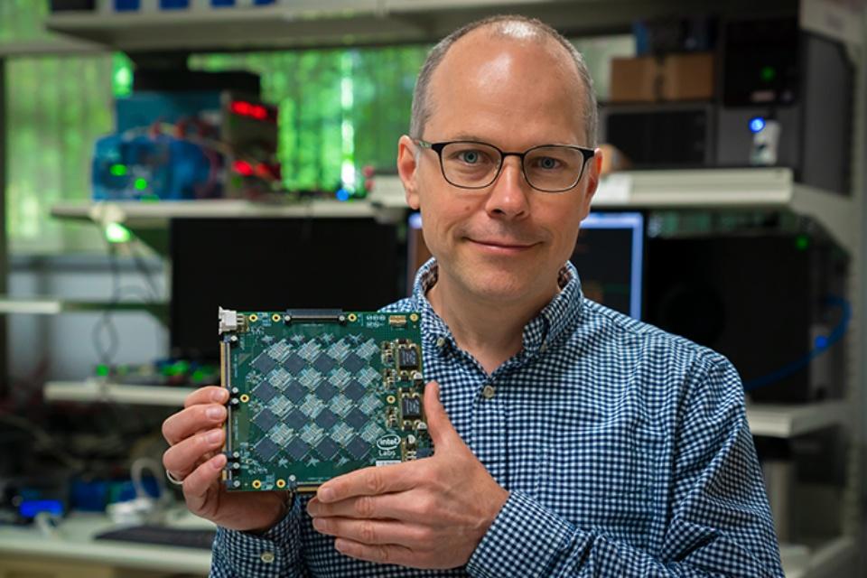 """Intel desenvolve computador que """"sente cheiros"""""""
