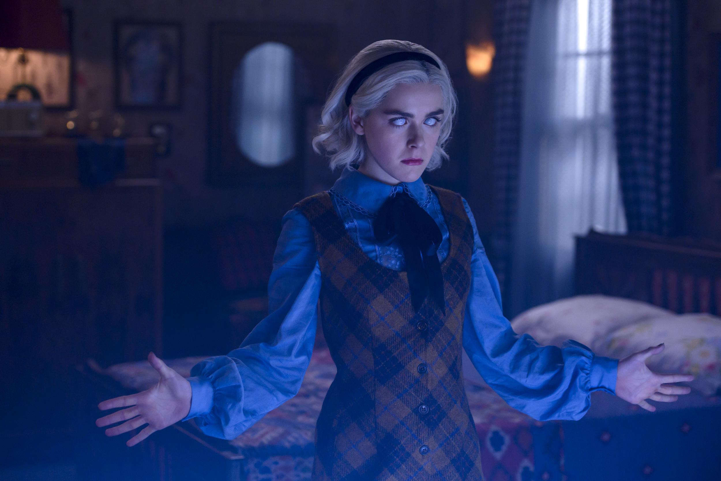 A produção original Netflix acompanha uma adolescente bruxa