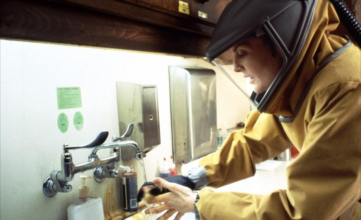 Rene Russo em 'Epidemia' - 1995