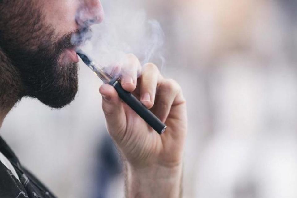 Vape e cigarro aumentam risco de infecção grave por coronavírus