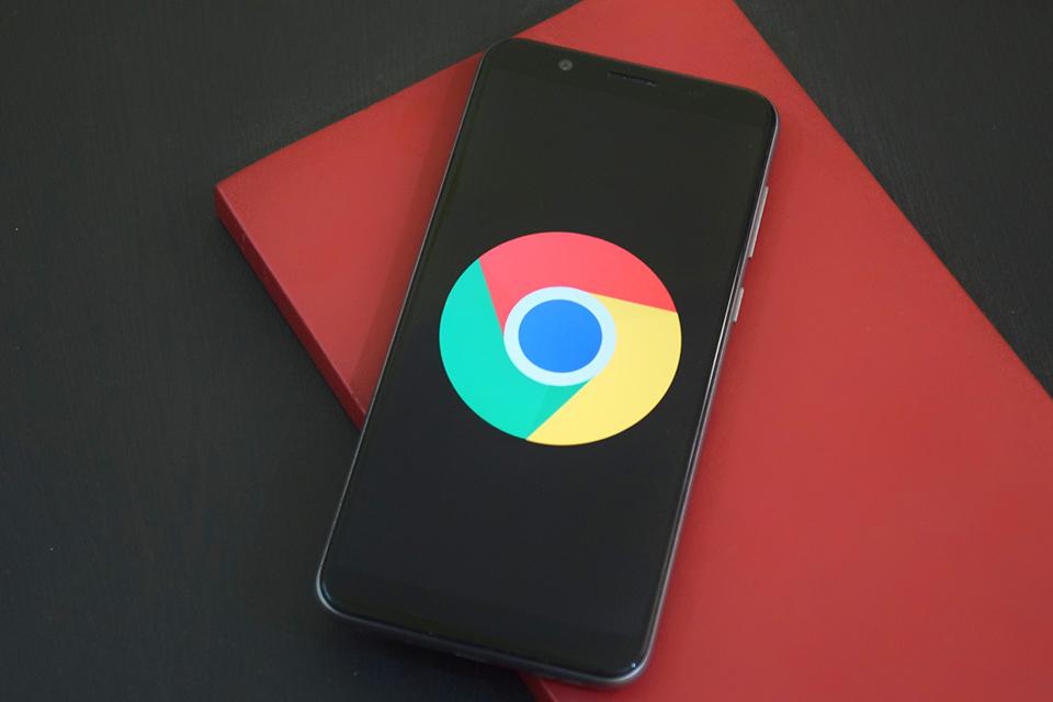 Google Chrome tem atualizações suspensas; segurança priorizada
