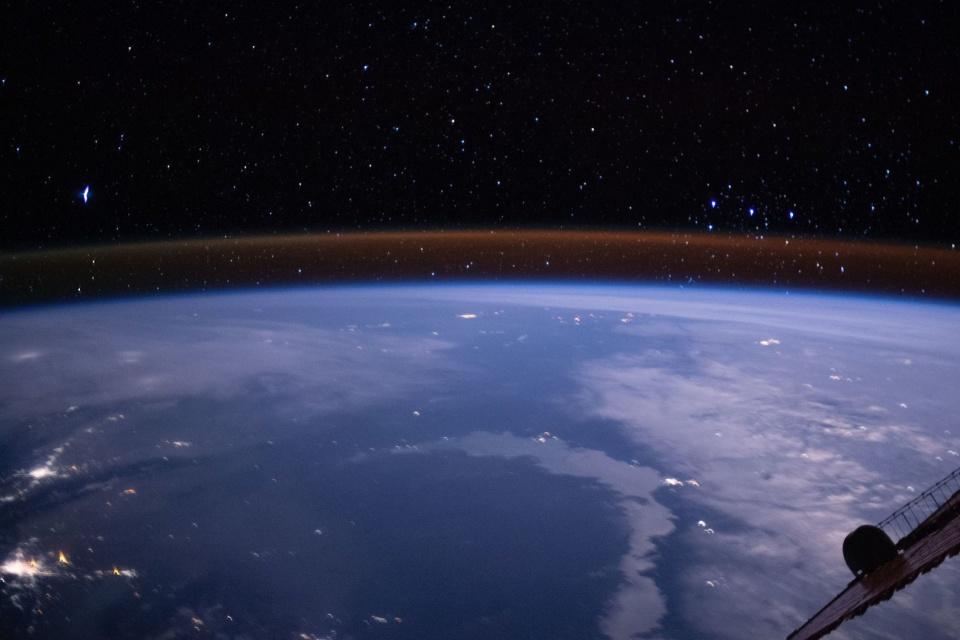 Atmosfera da Terra brilha em foto registrada da Estação Espacial