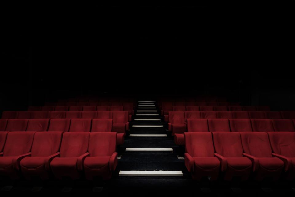 Redes de cinema fecham salas no país durante pandemia