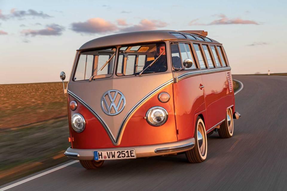 """VW revela """"Kombi elétrica""""; conheça a e-Bulli Electrified"""