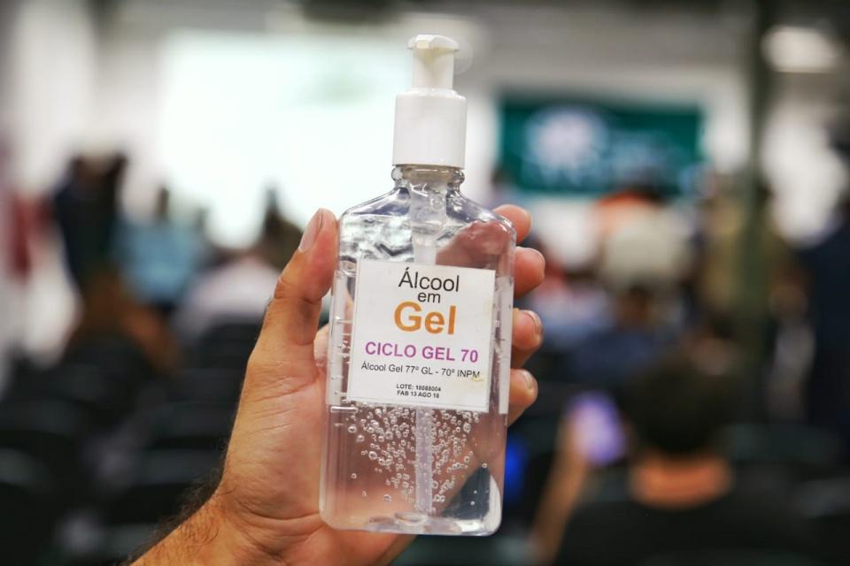 Álcool gel: OLX e Mercado Livre deletam anúncios com preços abusivos