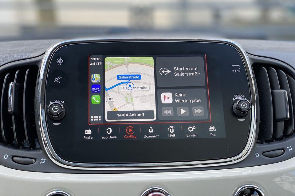 Android Auto e Apple CarPlay podem reduzir reações de motoristas