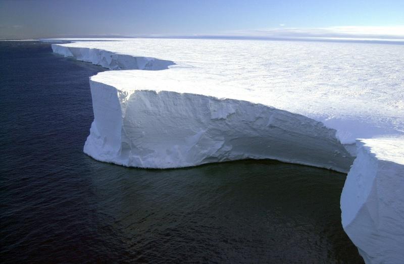 Água mais quente dos oceanos contribui para derretimento da camada de gelo