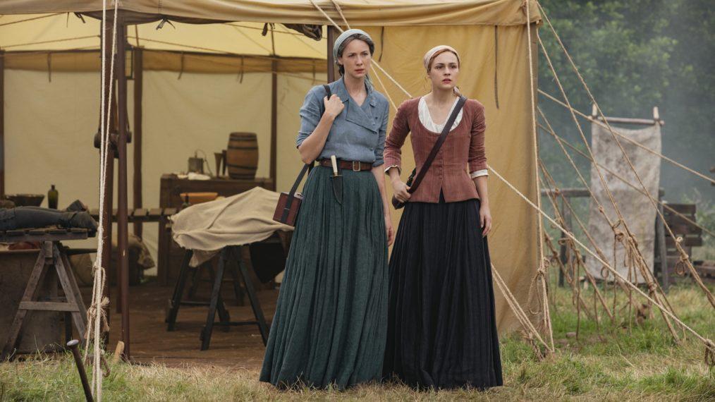 Claire e Bree vigiam o conflito em questão (Fonte: Starz/Reprodução)