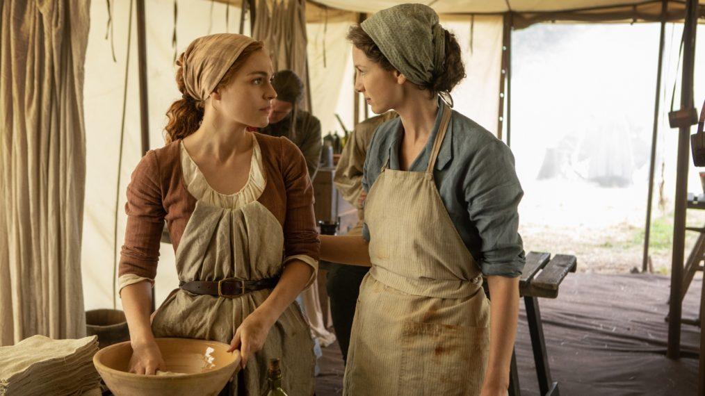 Bree e Claire parecem estar atendendo às necessidades médicas (Fonte: Starz/Reprodução)