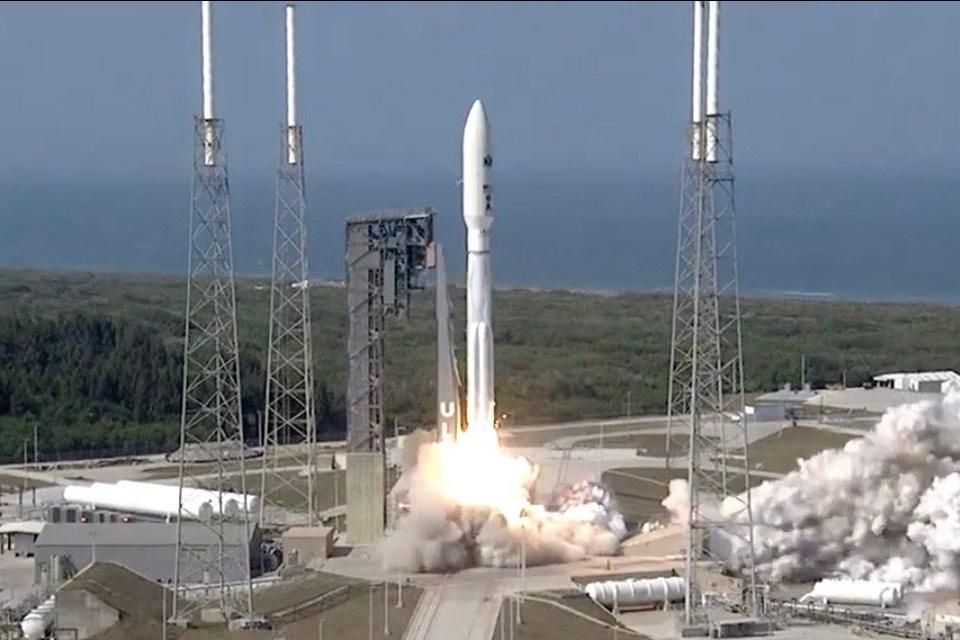 """EUA completa """"constelação"""" de satélites avançados de comunicação"""
