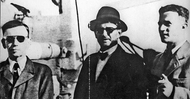 À esquerda, o homem comparado a Ettore Majorana