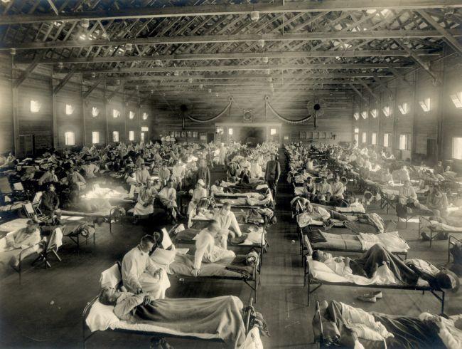 Hospital emergencial durante a pandemia no Campo Funston, Kansas, Estados Unidos. (Fonte: Museu Nacional de Saúde e Medicina/Reprodução)