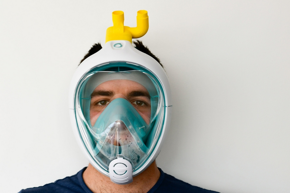 Engenheiros italianos transformam máscaras de mergulho em respiradores