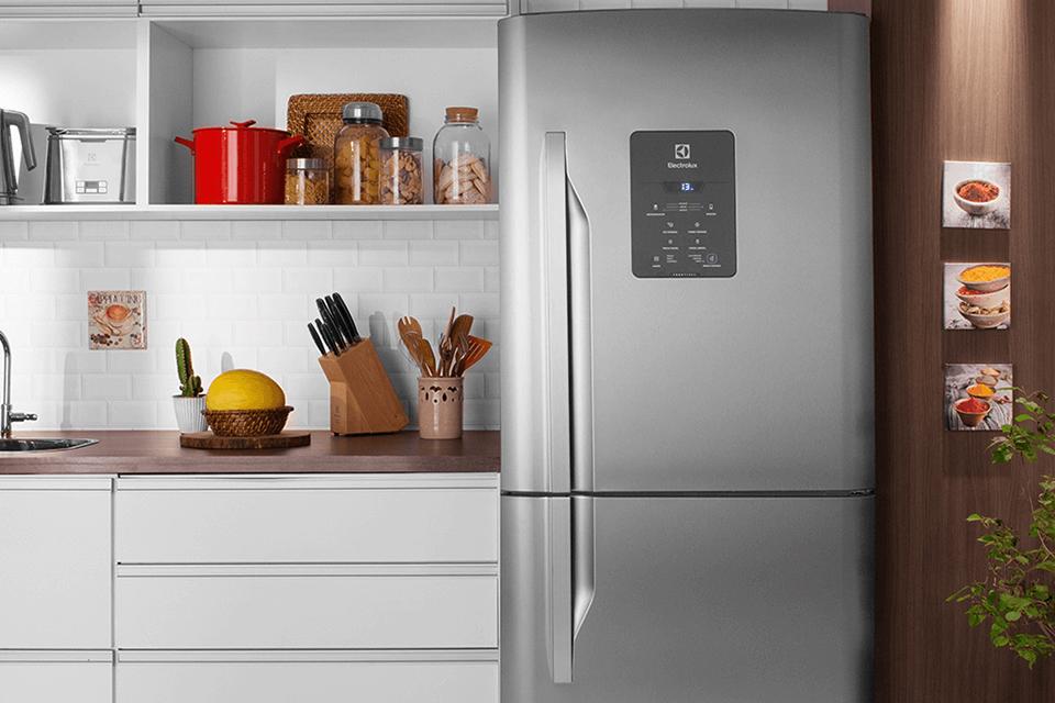 Qual geladeira comprar online? Modelo inverse é sucesso por fácil acesso a itens de uso comum
