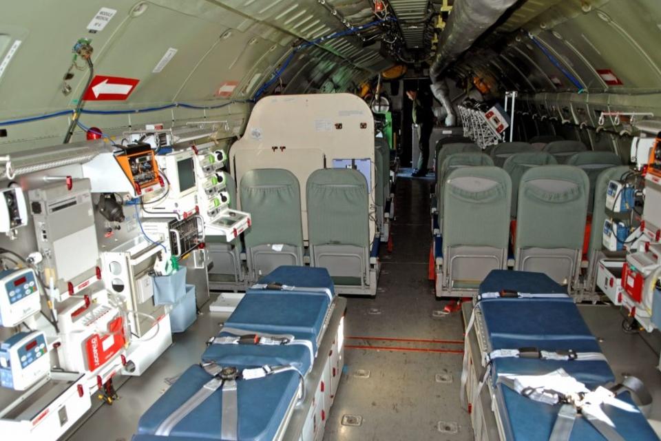Hospital em avião está sendo utilizado para transportar pacientes